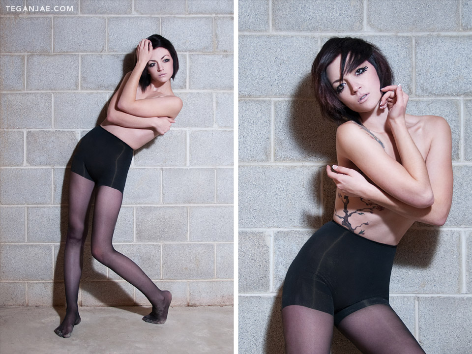 Model-No-Shirt-Black-Tights
