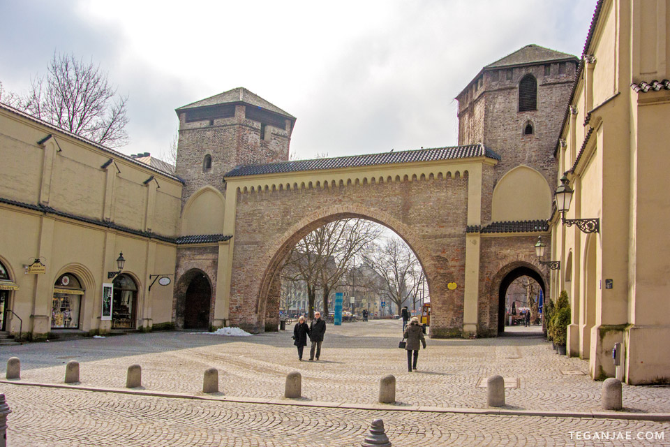 Sendlinger-Tor-Platz-Munich-Germany-001